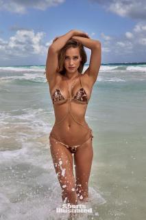 Hannah Jeter en Si Swimsuit 2017 [1281x1920] [389.88 kb]