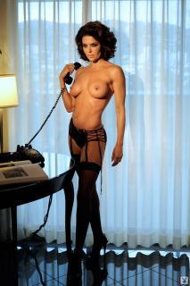 Lisa Rinna in Playboy Nuda [1068x1600] [152.95 kb]