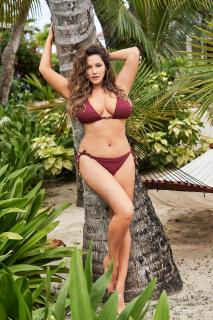 Kelly Brook dans Calendario 2019 [2597x3900] [2196.32 kb]