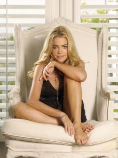 Denise Richards [800x1072] [127.8 kb]