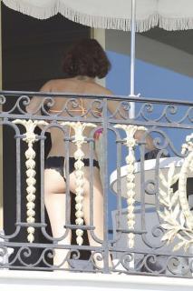 Martina Stoessel en Bikini [662x993] [152.67 kb]