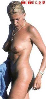 Bárbara Rey en Topless Desnuda [279x600] [25.93 kb]