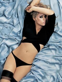 Billie Piper [2669x3493] [984.92 kb]