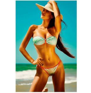 Lídia Torrent en Bikini [1200x1230] [137.54 kb]