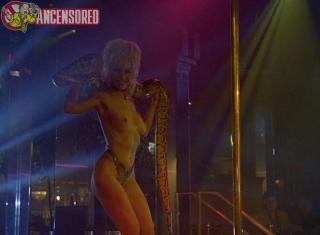 Barbara Alyn Woods en Striptease Desnuda [800x589] [70.05 kb]
