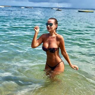 Lola Melnick en Bikini [1080x1080] [259.53 kb]