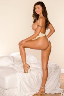 Krystle Lina en Playboy Desnuda [683x1024] [98.56 kb]