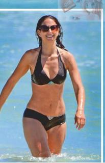 Nuria Fergó en Bikini [427x661] [61.62 kb]