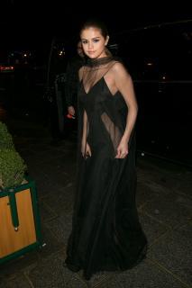 Selena Gomez [2000x3000] [726.7 kb]
