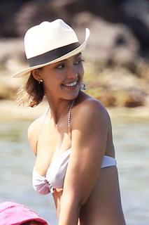 Jessica Alba en Bikini [1197x1794] [228.17 kb]
