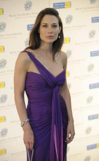 Claire Forlani [1860x3000] [337.57 kb]
