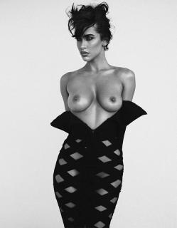 Ellie Gonsalves in Treats! Magazine Nude [781x1000] [200.94 kb]