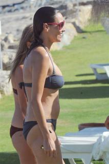Inés Sastre in Bikini [734x1100] [77.86 kb]