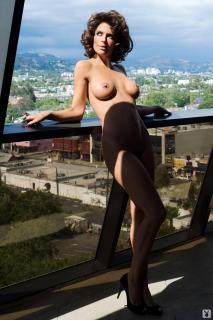 Lisa Rinna in Playboy Nuda [1068x1600] [154.81 kb]