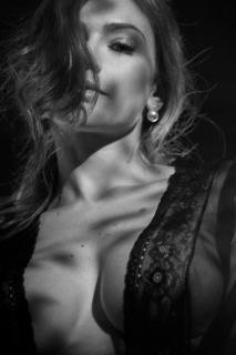 Renata Longaray en Playboy [850x1276] [142.87 kb]