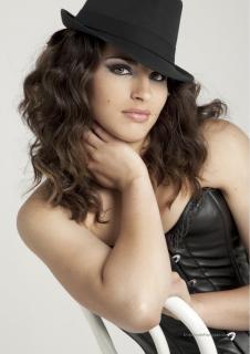Lorena Mateo en Lanne Magazine [1060x1500] [237.76 kb]