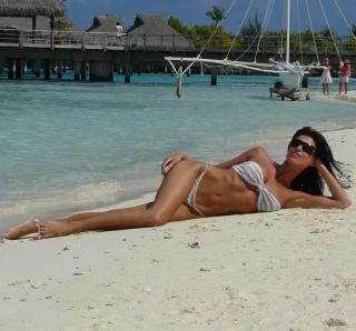 Sonia Ferrer en Bikini [1080x1007] [219.2 kb]