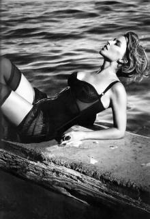 Kylie Minogue [677x981] [117.1 kb]