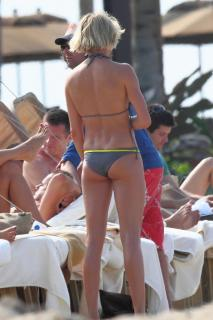 Cameron Diaz en Bikini [800x1200] [94.8 kb]