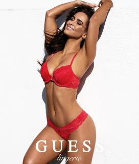 Ellie Gonsalves en Guess [1080x1267] [198.66 kb]