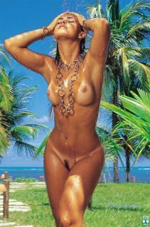 Livia Lemos en Playboy [526x796] [86.3 kb]