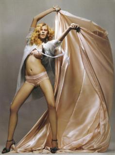 Alicja Ruchala en Vanity Fair [1145x1542] [237.72 kb]