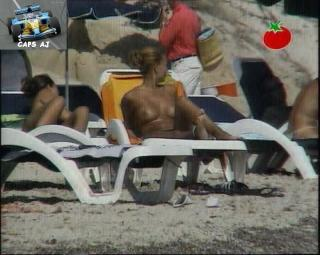 Vania Millán in Topless [720x576] [110.41 kb]