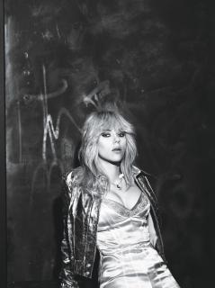 Scarlett Johansson en W Magazine [1199x1600] [286.12 kb]
