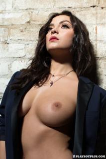 Alexandra Tyler en Playboy Desnuda [683x1024] [132.32 kb]