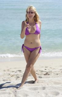 Jewel Kilcher in Bikini [1904x3000] [491.03 kb]