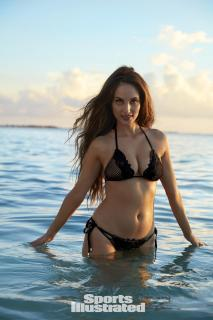 Alexa Ray Joel en Si Swimsuit 2017 [1280x1920] [272.36 kb]