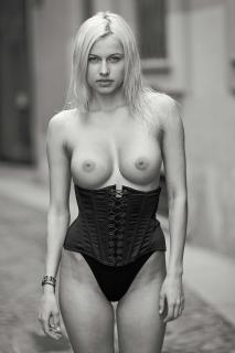 Olga de Mar Nude [1000x1500] [151.18 kb]