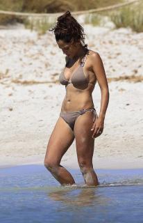 Patricia Pérez en Bikini [515x800] [61.74 kb]