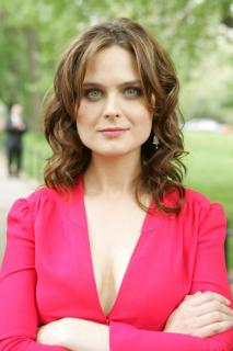 Emily Deschanel [683x1024] [69.96 kb]
