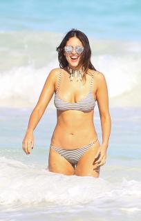 Eiza González en Bikini [2770x4329] [1282.74 kb]