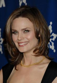 Emily Deschanel [701x1024] [72.68 kb]