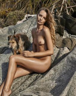 Maya Stepper en Treats! Magazine Desnuda [750x938] [274.13 kb]