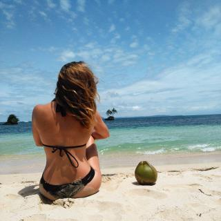 Natalia Rodríguez Arroyo en Bikini [1080x1080] [216.04 kb]