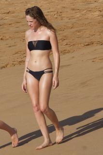 Carly Chaikin in Bikini [1080x1620] [365.07 kb]