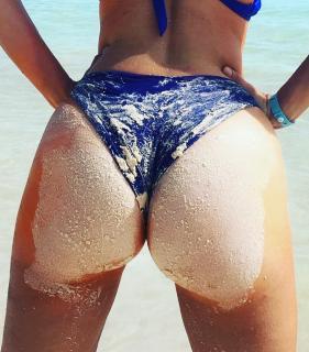 Marta Torné en Bikini [1080x1229] [255.17 kb]