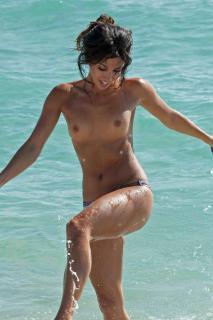 Leilani Dowding en Topless [1200x1800] [216.59 kb]