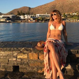 Emma García in Bikini [1024x1024] [272.58 kb]