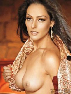 Andrea García en Playboy [979x1288] [138.93 kb]