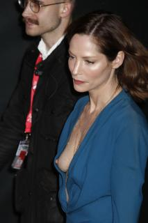 Sienna Guillory [2575x3863] [796.32 kb]