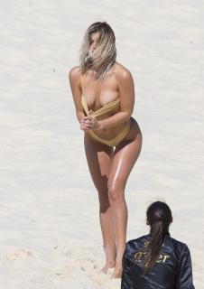 Kristina Mendonca en Bikini [2125x3000] [647.64 kb]