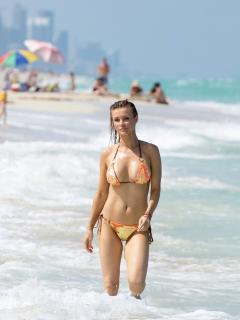 Joanna Krupa en Bikini [1445x1920] [246.31 kb]