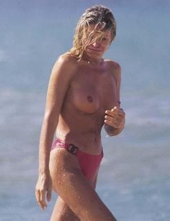 Bibiana Fernández en Topless [423x550] [29.4 kb]
