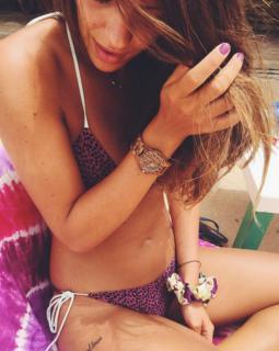 Laura Matamoros en Bikini [1200x1502] [257.28 kb]