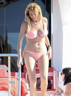 Alejandra Prat dans Bikini [980x1323] [179 kb]