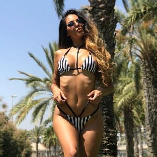 Lara Ruiz en Bikini [640x640] [84.82 kb]